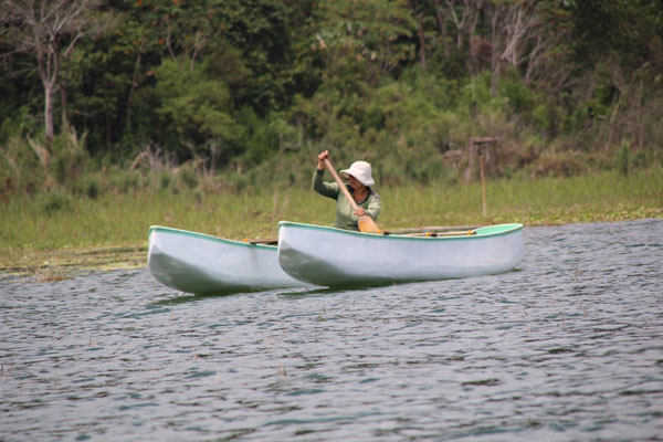 traverse lac tamblingan en piroque